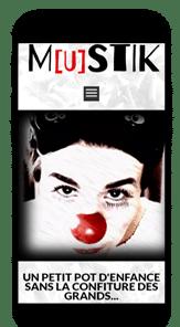 Un clown doit créer un site internet dans le spectacle